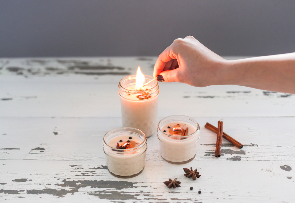 'Tis the Season for DIYs: Gingerbread Scented Candle